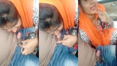 Bangladeshi Muslim girl blowjob to her lover in car