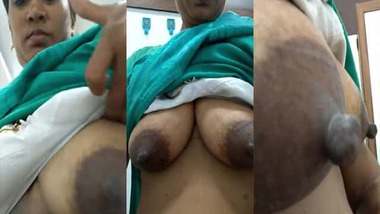 Mature Tamil wife selfie boobs show video