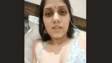 Sexy Bhabhi Showing Her Boobs 4 Clips Part 1