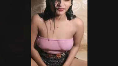 Desi Gilr Sexy Sarika Bathing