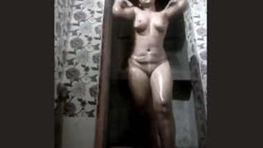 Desi Sexy bhabhi bathing vdo