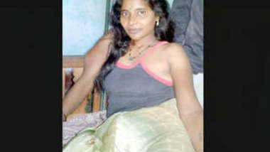 Desi tamil girl bathing