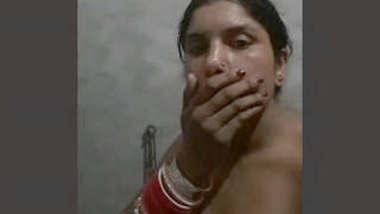 Hot bhabhi bathing show selfie