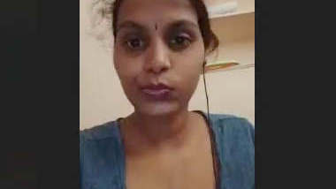 Cute Tamil Girl Showing Boobs leaked Video