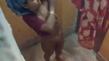 Desi bhabhi hidden cam bath
