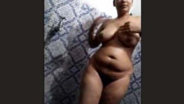 Sexy Pujabi Bhabhi Bathing New Clip