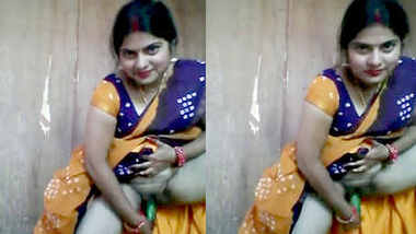 Desi Bhabhi Sharing Her Secret Recipe To Make Cucumber Chutney