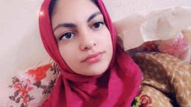 Beautiful Desi Hijab girl Leaked Videos Part 1