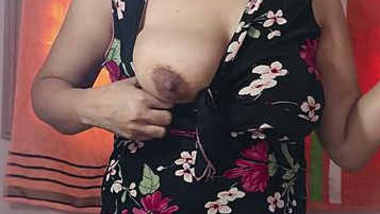 Desi girl showing her big boobs on cam