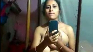 Horny big boobed desi girl showing and fingering