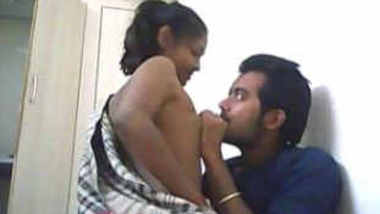 Indian college lovers got chance to fk she riding him