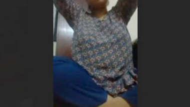 Desi Babe Showing Boobies