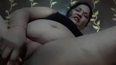 BBW Indian aunty masturbating