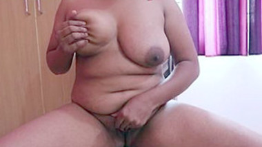 Horny Telugu Hot Aunty Play With her Boobs and pussy
