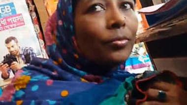 Bangladeshi Mature Wife Boob pressed In FlexiShop
