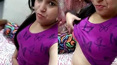 Desi Delhi Teen Soumya Showing Boobs