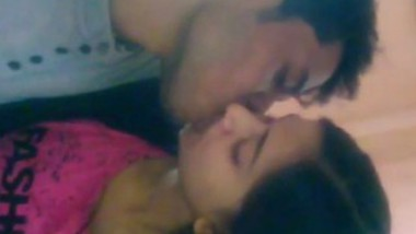 Desi lover smooching and boobs sucking