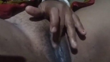 Boudi Showing Her Wet Pussy