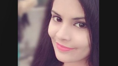 Desi Beautiful Cute Girl Showing boob