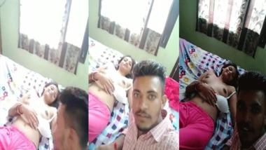 Desi girlfriend boob show in the bedroom