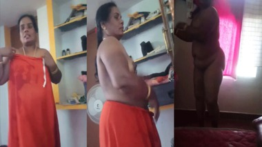 Mature Tamil aunty naked show on cam