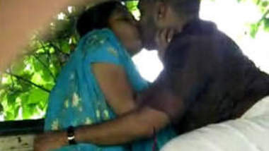 Cochin lovers Caught romancing in the park 1