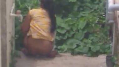 Desi Girl Pee Outdoor