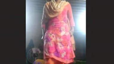Horny Desi Salwar Teen Showing Pussy