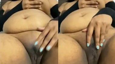 Horny Bhabi Rubbing Her wet pussy