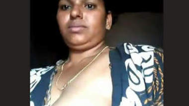 Desi Mom Showing Boobs