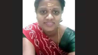 Tamil aunty stripping her saree