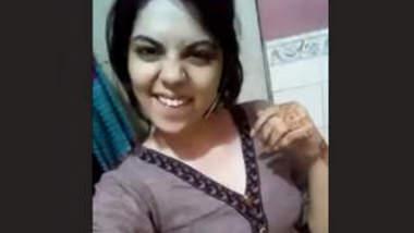 Desi Girl Showing her Boob's & Ass