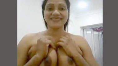 Desi Aunty big boob show
