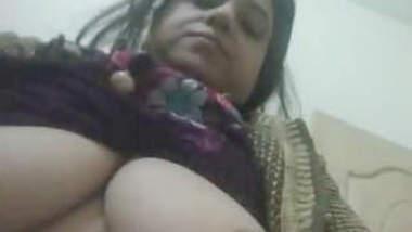 Paki Salwar Aunty Showing Boobs & Pussy Part- 1