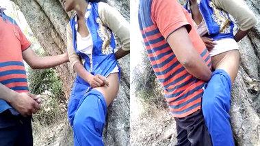 Desi schoolgirl fucked outdoors MMS video