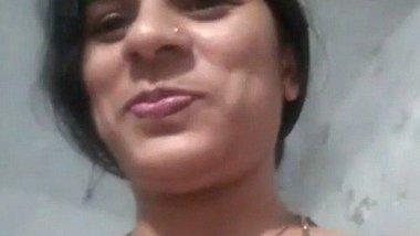 Desi self show – Indian aunty masturbation video