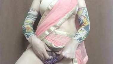 Desi hot bhabi show her boobs n pussy