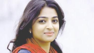bollywood actor radhika show her boobs