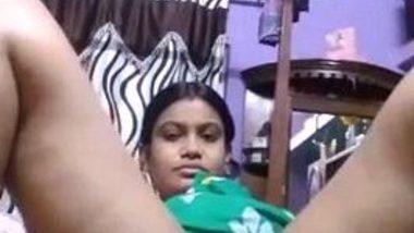 Desi aunty flashing chut video