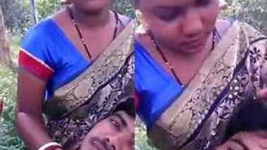 Desi lover romance in park with sharee
