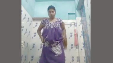 Desi village boudi nude bath