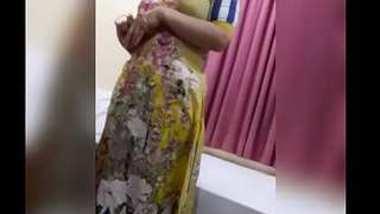 Desi cute teen momo open her dress before sex