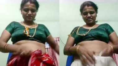 Desi village aunty show her boobs