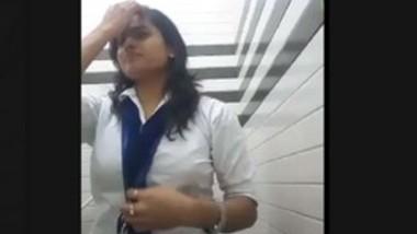 Clg girl making video for lover