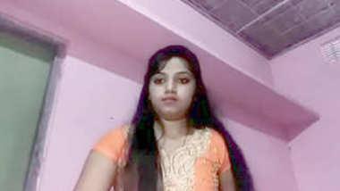 Desi cute village bhabi show her nice bosy and boobs