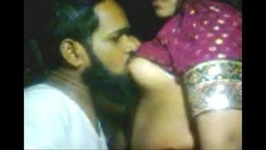 Desi aunty fucked by neighbour muslim guy in the home
