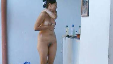 hot aunty captured nude while bathing