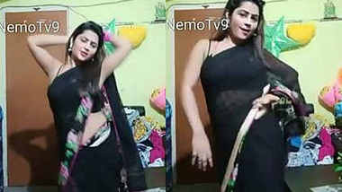 bigo priyanka seduce too much show navel armpit transparent saree dance