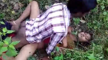 south indian andhra girlfrind fucking with her frinds in jungle