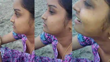 desi aunty bra visible in beach side